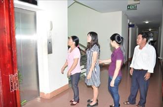 Công ty phát triển thủy điện Sê San tổ chức Hướng dẫn thực hành cho CBCNV về Quy tắc ứng xử khi đi thang máy